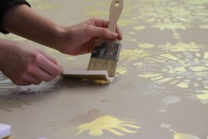 Gilding of a wallpaper with gold leaf